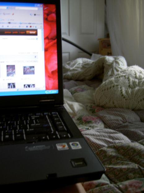 Laptop, Computer, Internet, Porno,    Bild (Ausschnitt): © jdurham - morgueFile